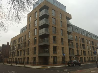 Photo for Beautiful Apt within 15-20 min walking distance from key London attraction