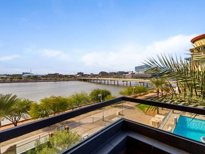 Photo for On Tempe Town Lake Walkable to dining, shops, & ASU, w/Heated Pool, Spa, Fitness Room,& FREE GOLF!