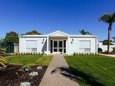Photo for Shack 207 is a superbly renovated Esplanade property