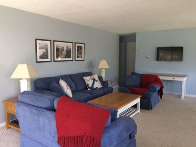 Large Great Room with Flat Screen TV and WiFi
