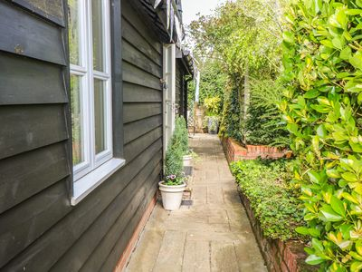 Photo for GARDEN RETREAT, pet friendly in Garboldisham, Ref 904156
