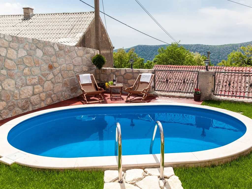 Swimming Pool Air Conditioning : Holiday house with swimming pool air conditioning and