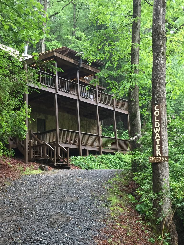 Coldwater~ Rustic, Charming, Secluded, on Premier Trout Stream - Ellijay