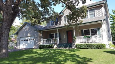 Photo for Exceptional 4bed/4bath home, granite and natural stone. Ten minutes to downtown.