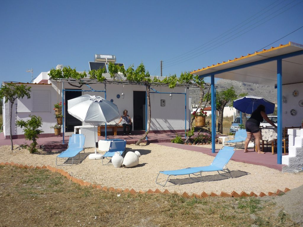 FAMILY / COUPLES DETACHED BUNGALOW, PRIVATE GARDENS, only 100m from quiet beach.