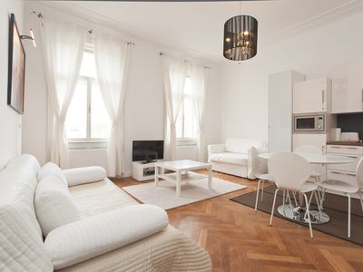 Photo for Kunsthaus Top 16 apartment in 03. Landstraße with WiFi & lift.