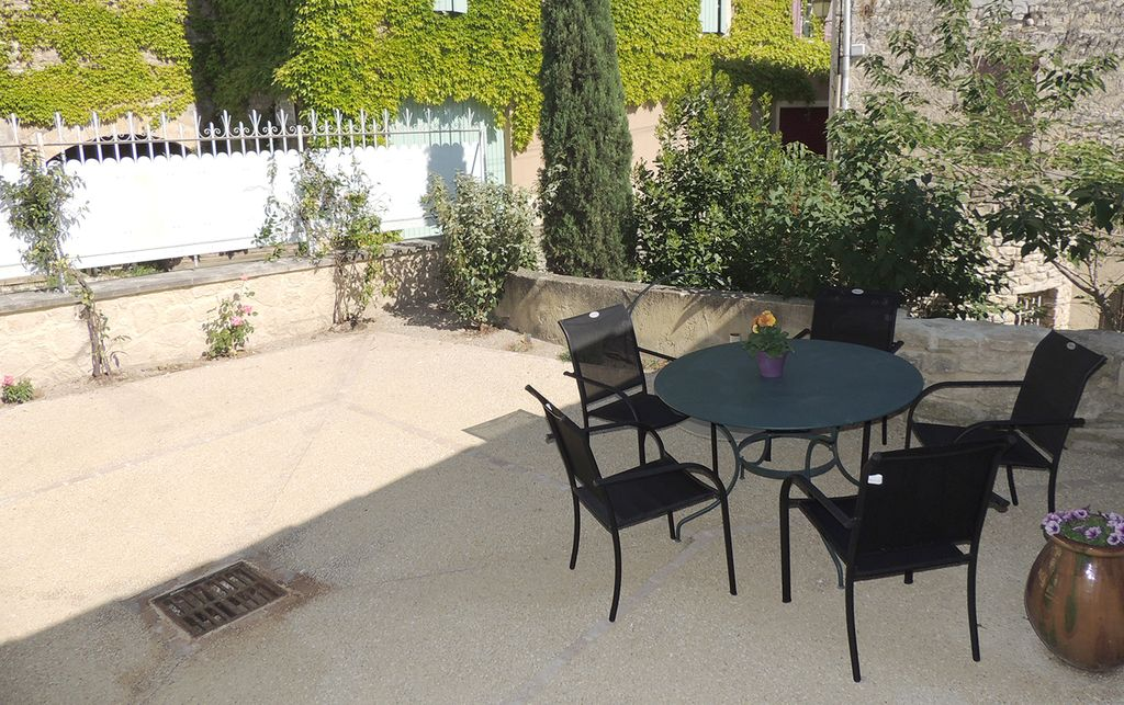 House located in the village of le beaucet between for Restaurant le beaucet