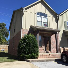 Updated 2 Level Townhome, Close To The University, Shopping And Restaurants.