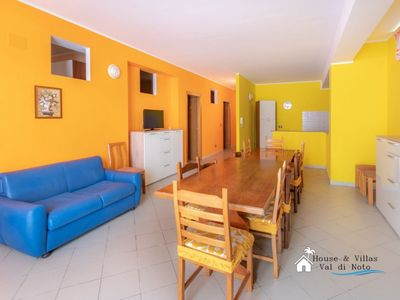 Photo for Independent villa facing the sea, beach 20 meters away, air conditioning, garden, parking space