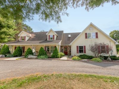Photo for Country Style Home w/Fire Pit, & 2 Gas Fireplaces!