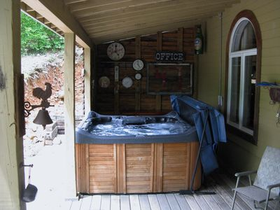 tub branson resort property this with gallery in mountain hot cabins image mo tubs drive the missouri us green com of hotel booking