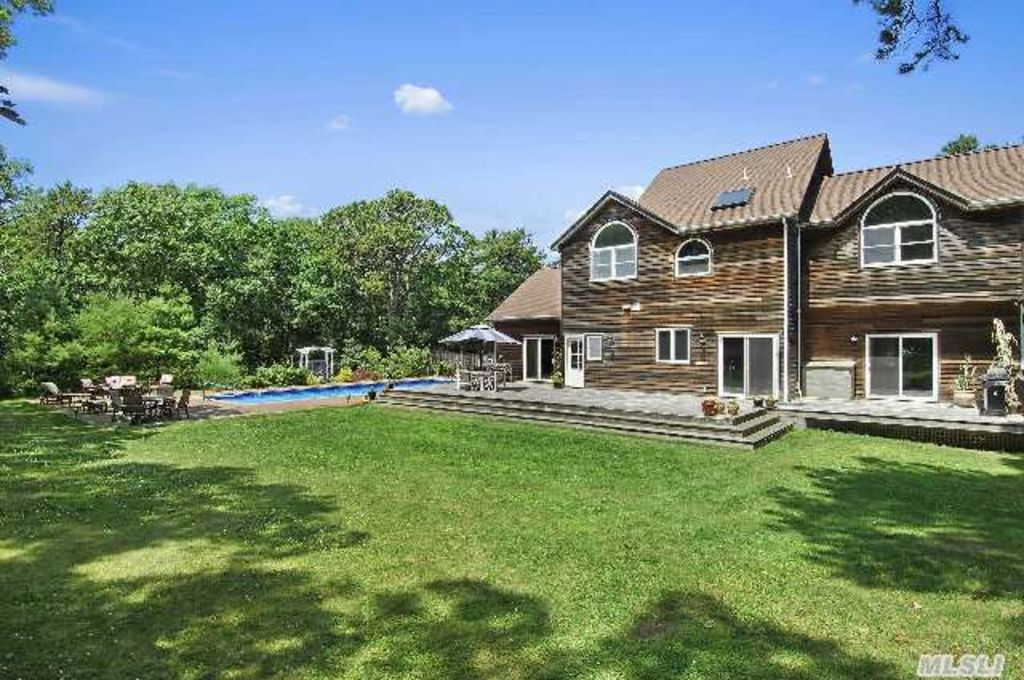 Spacious luxury vacation retreat in homeaway east hampton for East hampton vacation rentals