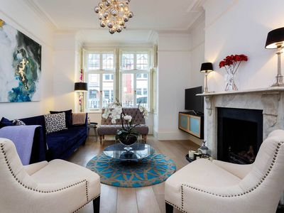 Photo for Wonderful 5 BR family home in Clapham. 10 mins from main line train (Veeve)