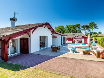 Photo for Single storey villa located in Capbreton swimming pool 10 mn walk to beaches