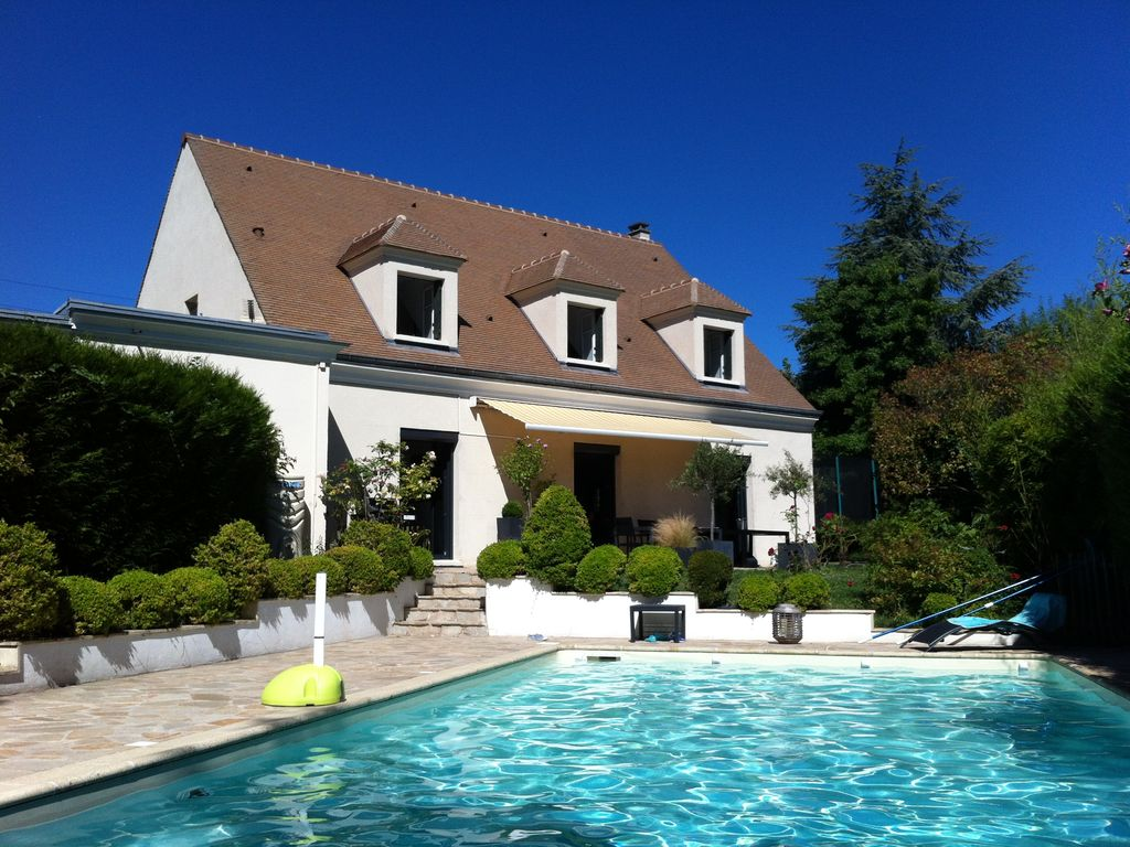 Maison jardin piscine proche paris et versa homelidays for Location piscine privee paris
