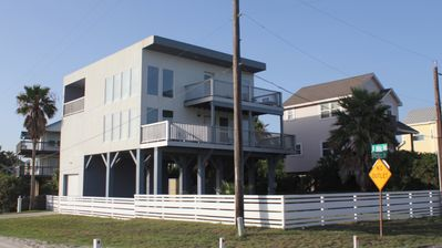 Great Vacation House featuring 2 decks, 1 balcony & game room. Open floor plan.