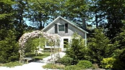 Photo for Wonderful Cottage in town Vineyard Haven, close to everything