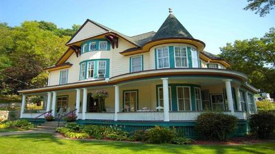 Family & Friends Getaway! 4bed|4.5bath Victorian