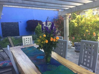 Outdoor dining with fountain under pergola. relaxing day or evening