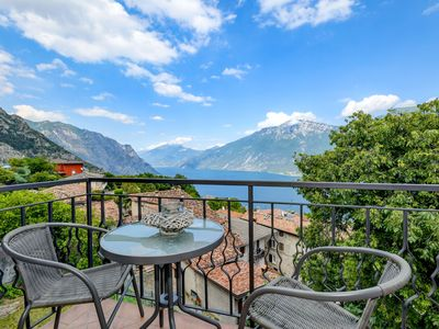 "Photo for Cozy ""Casa Doss"" with Beautiful View over Lake Garda & Wi-Fi"