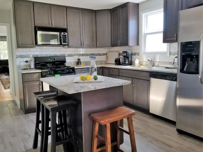 Photo for Sunny 3br/2bath apt in lovely area-walk to Wrigley