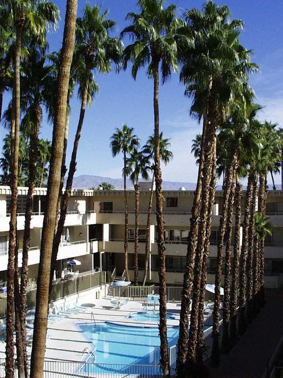 View from west side of complex to the east where you see the pool and spa. Downtown Palm Springs   Walk Everywhere      HomeAway Palm Springs