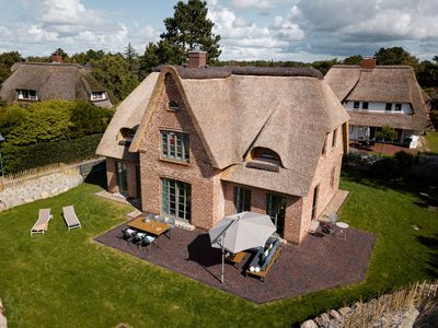 Photo for 170 sqm pure luxury, thatched roof dream, garden, 4 bedrooms, sauna, fireplace.