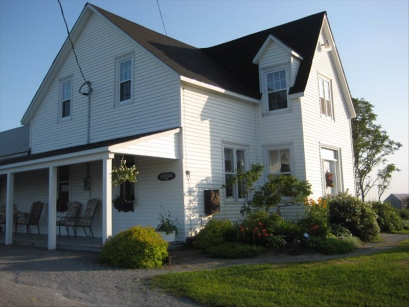 Bay of fundy rural scenic nightly rental vrbo for Minimalist house bay of fundy