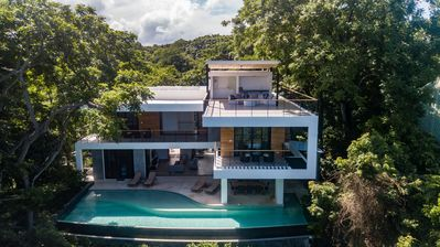 Photo for Brand new modern home, gorgeous ocean view, huge infinity pool
