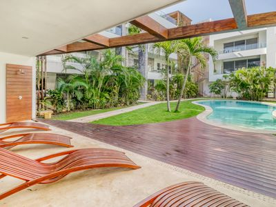 Photo for Upscale apartment with shared pool access and great location