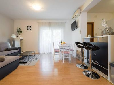 Photo for Studio flat with balcony and sea view Stobreč (Split) (AS-16142-b)