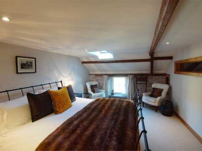 Photo for LUXURY SELF-CATERING COTTAGE. THE COACH