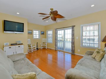 Spacious 4 Bedroom Town Home Within Walking Distance to Beach & Boardwalk!