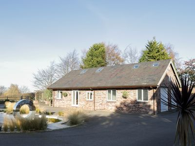 Photo for HILLSIDE, pet friendly, country holiday cottage in Tarvin, Ref 962990