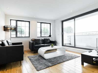 Photo for Spitalfields 2 bed, 2 bath apartment with balcony