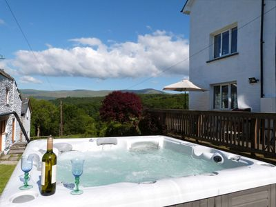 Photo for Wonderful private villa for 10 people with hot tub, WIFI, TV and parking