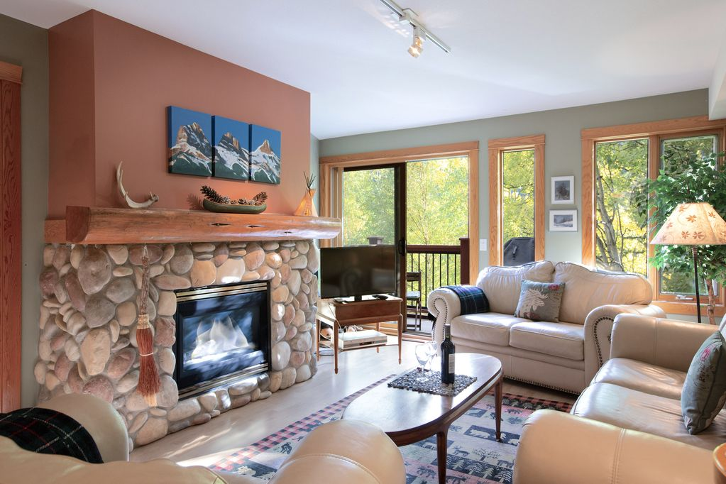 Gorgeous Condo W Rustic Heritage DécorAvailable For Calgary Stampede Canmore Delectable 2 Bedroom Apartments For Rent In Calgary Decor