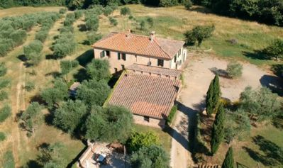 Photo for Farmhouse with stunning views, 10m from Siena