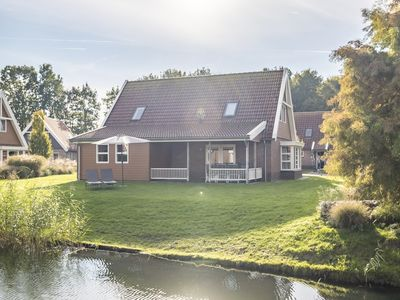 Photo for Luxury 8-person villa in the holiday park Landal Waterparc Veluwemeer - on the water/recreation lake