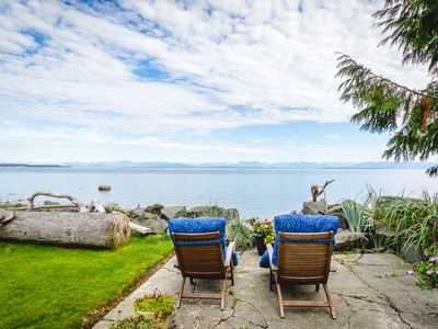 Photo for Cozy Oceanfront Cottage