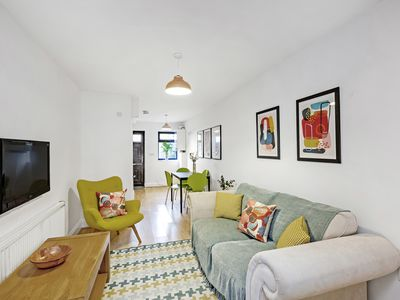 Photo for Pop, Bright 2 Bed, 1.5 Bath House in Kennington