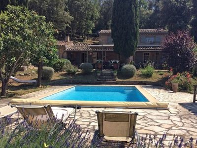 Photo for Villa with guesthouse on large plot with private swimming pool, on a river in Provence