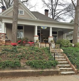 Private 2 room suite,800 sq ft,includes front porch in Historic Grant Park home.