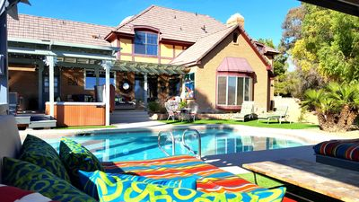 FAB 4 KINGS - 5 bd - 4 king and 2 queen beds, 5 min strip/car rental