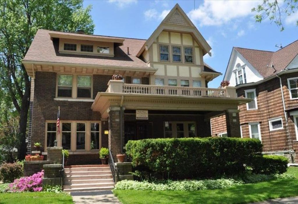 Large historic arts and crafts style home within 10 min - Arts and crafts style homes ...