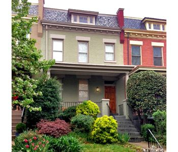 Photo for Walk to Metro, Museums & Nightlife. Private parking. Popular Neighborhood.