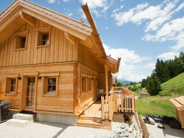 NEW built: Exclusives PREMIUM CHALET with fireplace, sauna, HotTub, WiFi and garden