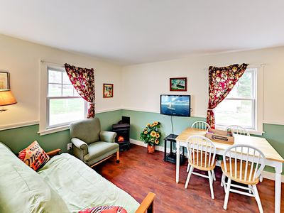 Cozy 2BR Cottage on Boothbay Craft Brewery Grounds - Minutes to Harbor