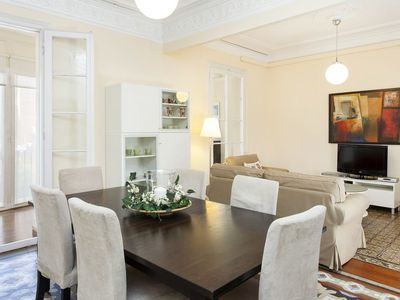 Photo for 1402 - Elegant City Centre Apartment