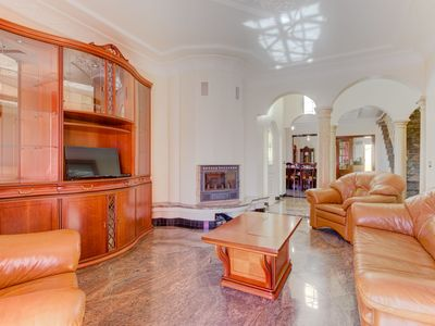 Photo for 6 bedroom Villa, sleeps 12 in Parchal with Pool and WiFi